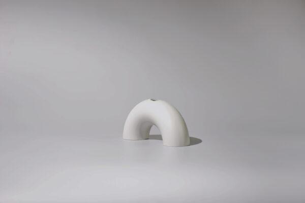Monoista Kerzenstaender webversion 7 - MEDI minimalistischer Kerzenständer aus Metall grau
