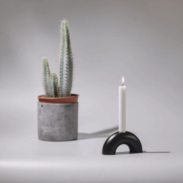 Monoista Kerzenstaender webversion sw3 scaled - MEDI minimalistischer Kerzenständer aus Metall schwarz