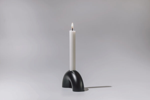 Monoista Kerzenstaender webversion sw4 scaled - MEDI minimalistischer Kerzenständer aus Metall schwarz
