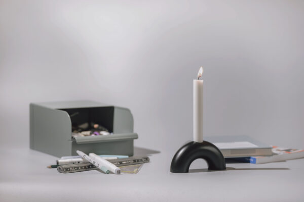 Monoista Kerzenstaender webversion sw 1 scaled - MEDI minimalistischer Kerzenständer aus Metall schwarz