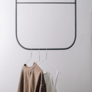 Monoista Kleiderstange 300x300 - MEDI minimalistischer Kerzenständer aus Metall schwarz
