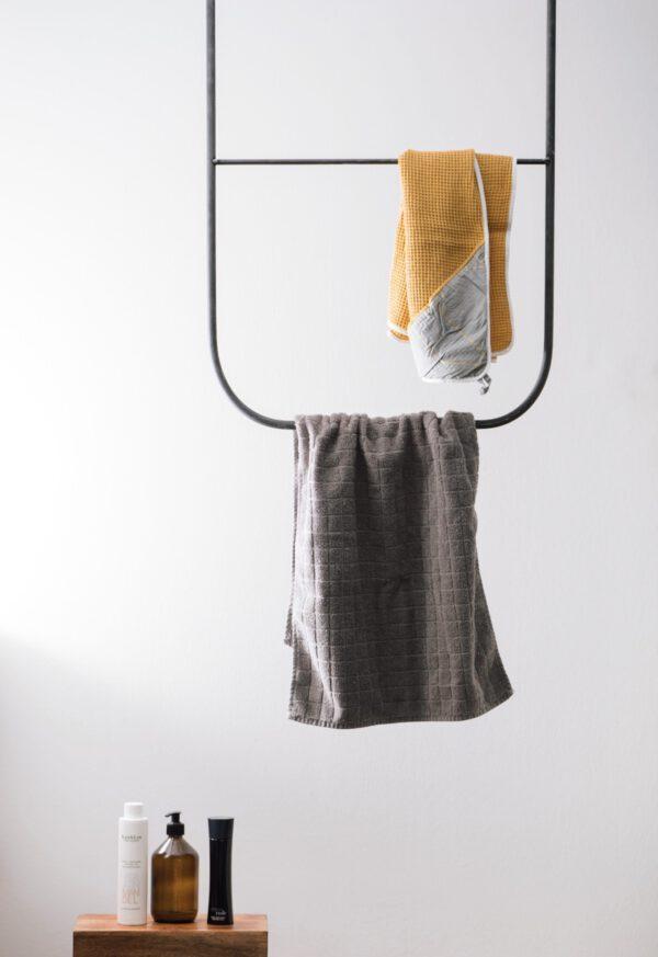 Monoista Kleiderstange HANG Webversion 6 - Kleiderstange HANG