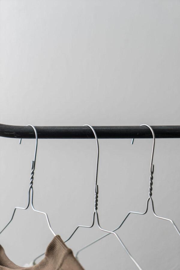 Monoista Kleiderstange HANG webversion 2 - Kleiderstange HANG