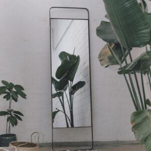 Monoista shop Spiegel 1 300x300 - NIMA – Moderner Christbaumschmuck aus Metall in natural grey